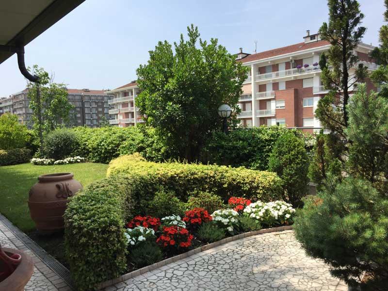 Il funghetto torino giardiniere manutenzione giardini for Manutenzione giardini